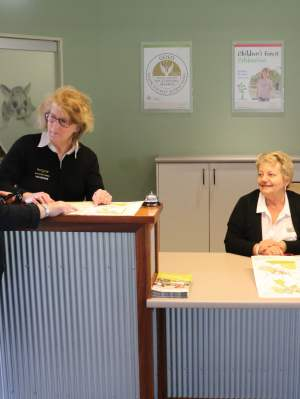 Whtieman Park Volunteers at the Visitor Information Centre WEB
